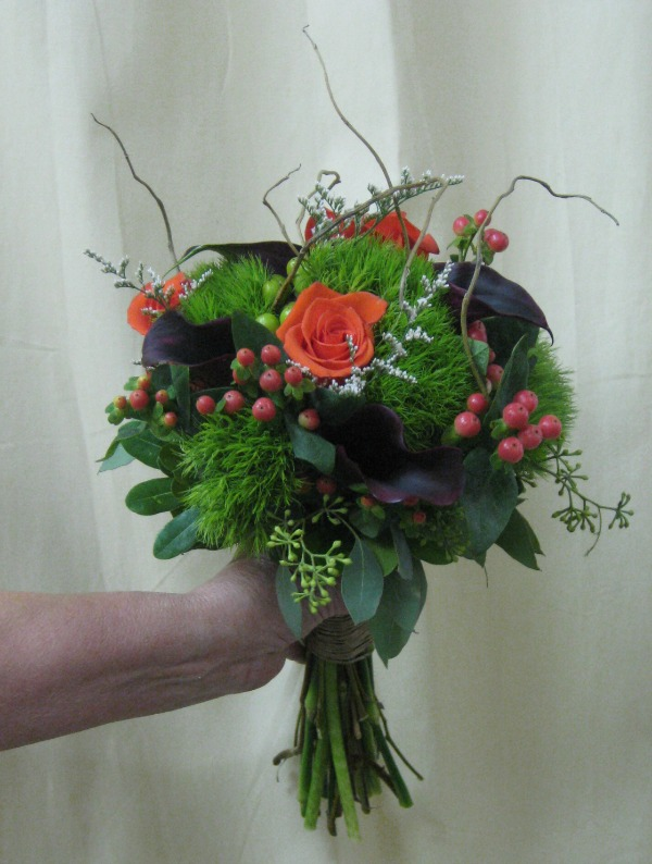 Orange roses and green trick bouquet