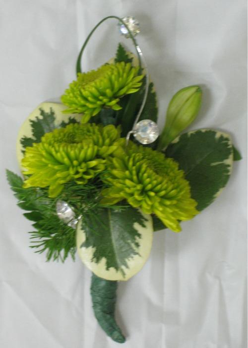Green button daisy boutiniere 12