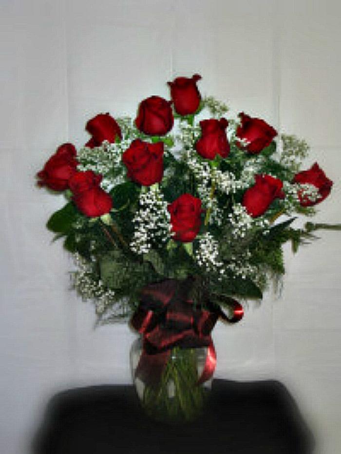 Dozen roses in vase any color